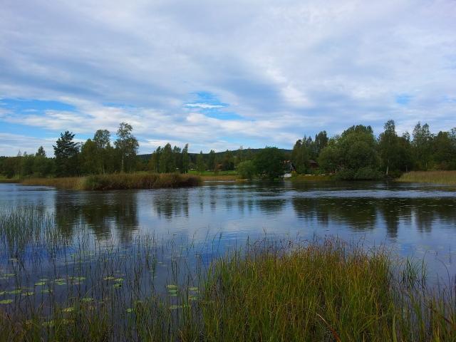 Il fiume Sundborn e Lilla Hyttnäs in lontananza