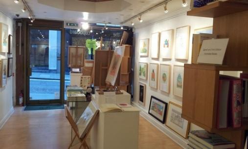 L'Illustration Cupboard gallery. Interno.