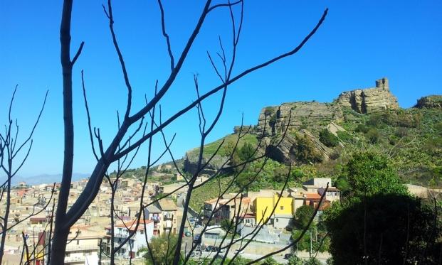 Corleone-Rocca-Castello-Soprano-Torre-Saracena.