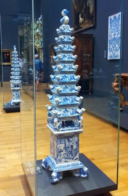 Flower-tulip-piramide-vase-qeen-Mary-II-Rijskmuseum-Amsterdam-ceramic-Delft